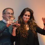 Entrega de premio a la ganadora María Peláe